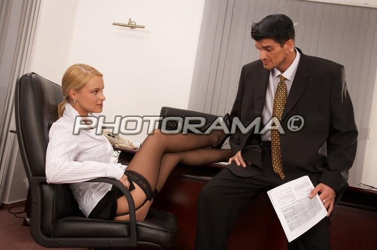 меня офис секретарша дает пощупать шефу он, конечно